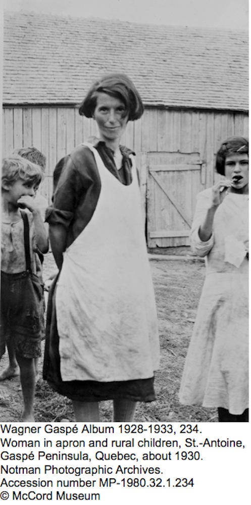 Wagner Gaspé Album 1928-1933, 234. Woman in apron and rural children, St.- Antoine, Gaspé Peninsula, Quebec, about 1930. Notman Photographic Archives. Accession number MP-1980.32.1.234 © McCord Museum